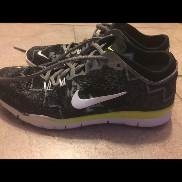 Zapatos Nike Mujeres zapatilla Free Tr Fit 4 zapatilla Mujeres Poshmark 423674